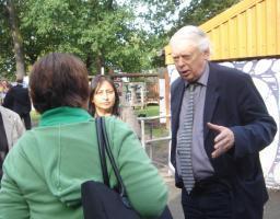 Cllr Blackmore talking to Goldhill staff